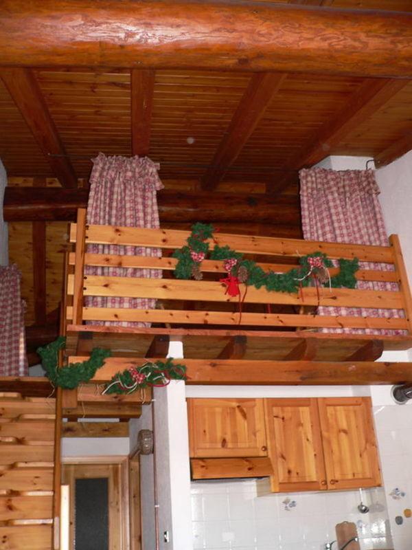 Arredamento per interni rustico ispirazione design casa for Arredamento rustico casa